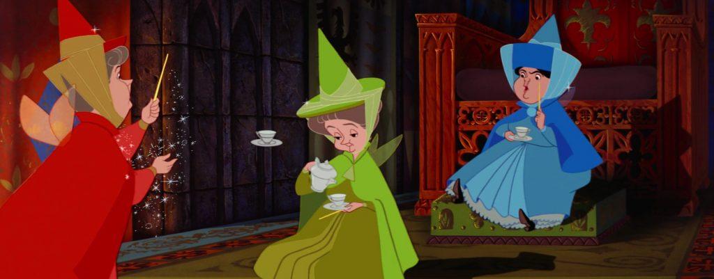 Flora, Fauna e Serenella discutono insieme su come difendere Aurora da Malefica.